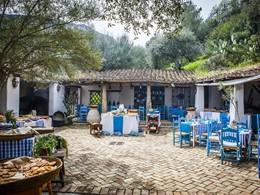 Le joli restaurant établi dans la cour