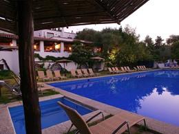 Faites un plongeon dans la piscine du Su Gologone