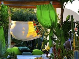 Reposez-vous dans un hamac, entouré par la nature