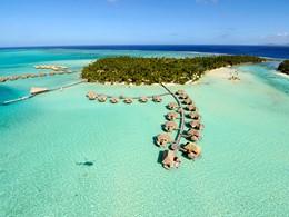 Vue aérienne de l'hôtel Tahaa Island Resort & Spa situé en Polynésie