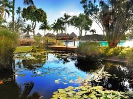 Tahiti Ia Ora Beach Resort jouit d'une végétation luxuriante