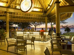 Le Bay Bar de l'hôtel Tahiti Pearl Beach Resort en Polynésie