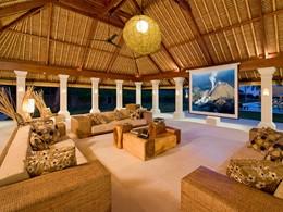 Intérieur chaleureux de la Villa Sepoi