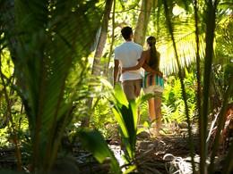 Promenade à l'hôtel The Brando situé en Polynésie