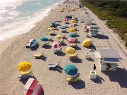 La plage de l'hôtel Confidante à Miami Beach