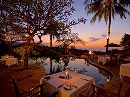 Restaurant au coucher du soleil