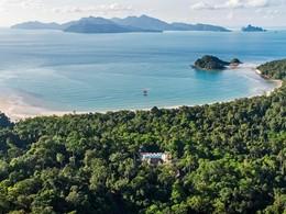 Vue aérienne du Datai, situé entre mer et jungle