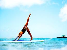 Stand Up Paddle Yoga à l'hôtel Kahala à Hawaii