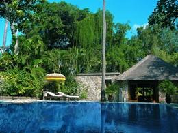 La seconde piscine de l'hôtel The Oberoi Bali à Seminyak