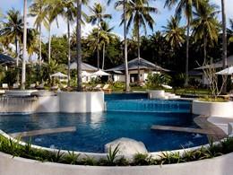 La piscine de l'hôtel The Racha à Phuket