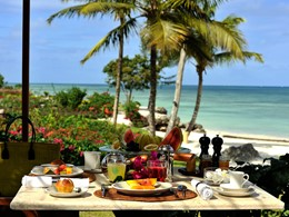 Petit-déjeuner face à l'océan