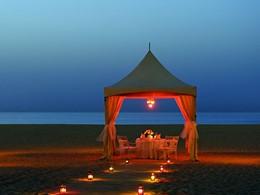 Dîner romantique sur la plage du Ritz Carlton