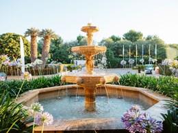 Fleurs, fontaines et couchés de soleil, le mélange idéal pour des vacances reposantes