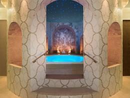 Le bain à remous du superbe Spa Iridium du St Regis