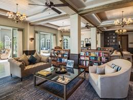 La bibliothèque de l'hôtel The St Regis au Morne