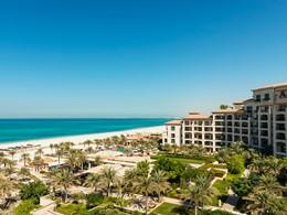 Vue de l'hôtel St. Regis Saadiyat à Abu Dhabi