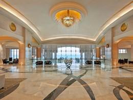 Le lobby du St. Regis Saadiyat à Abu Dhabi