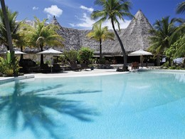 La piscine de l'hôtel Tikehau Pearl Beach Resort en Polynésie