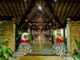 L'entrée de l'hôtel Tugu Bali à Tanah Lot en Indonésie