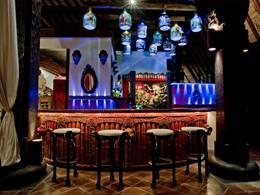 Le bar de l'hôtel Tugu Bali à Tanah Lot