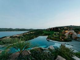 La piscine de l'hôtel U Capu Biancu en France
