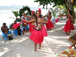 Spectacle de danse à l'hôtel Vahine Island situé à Tahaa