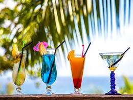Sirotez des cocktails exotiques au Valmer Resort