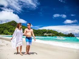 Proftez d'un moment entre amoureux sur la plage