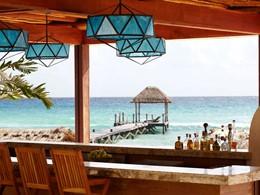 Le Coral Bar de l'hôtel Viceroy Riviera Maya au Mexique