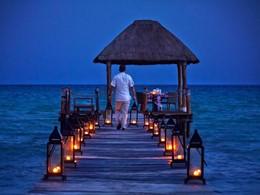 Dîner romantique sur le ponton du Viceroy Riviera Maya