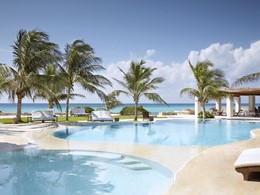 La piscine de l'hôtel Viceroy Riviera Maya au Mexique