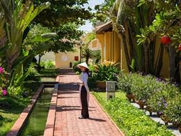 Le magnifique jardin verdoyant de l'hôtel Victoria Hoi An