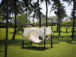 Détente dans le jardin de l'hôtel Victoria Hoi An