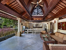 La bibliothèque de l'hôtel Vila Ombak à Lombok