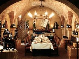 Cave à vin exceptionnelle avec 1 200 références