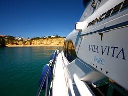 Vivez une expérience unique à bord du yatch privé du Vila Vita Parc