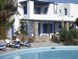 Vue du Villa Marandi Luxury Suites et de sa piscine