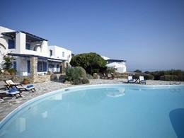 La piscine du Villa Marandi Luxury Suites en Grèce