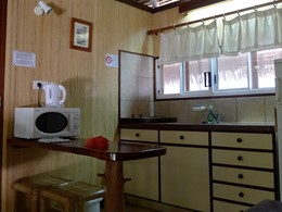 La cuisine d'un bungalow de la pension Village Temanuata