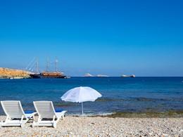 Détente sur la plage à proximité de l'hôtel