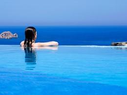 Profitez de la superbe piscine de la Villa