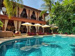 Profitez de la belle piscine du Zazen Boutique Resort