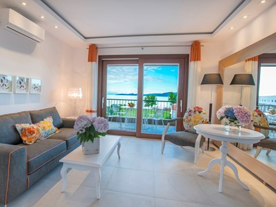 One Bedroom Suite with Sea View