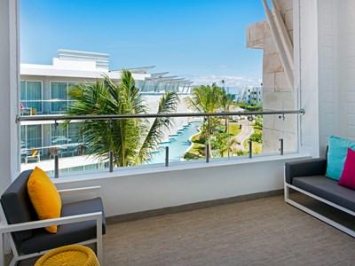 La Luxury Double Suite, Adults Section