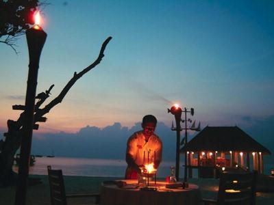 Barbecue romantique sur la plage