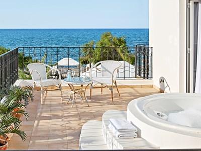 4 Bedroom Villa On The Beach with Outdoor Hydro-massage Bathtub