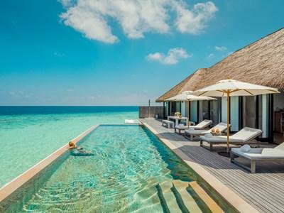 La piscine de la Maalifushi Water Villa