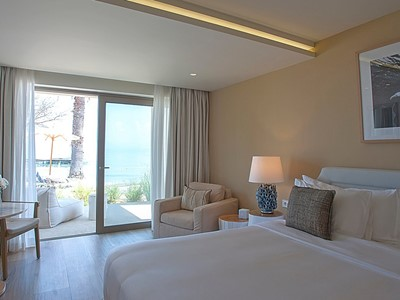 Emerald Suite Beachfront du Domes Miramare