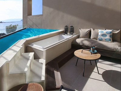 Ultimate Haven Sea Front with private Pool & outdoor jacuzzi