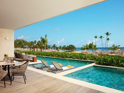 La piscine de la Preferred Club Presidential Suite Swim-Out Ocean Front